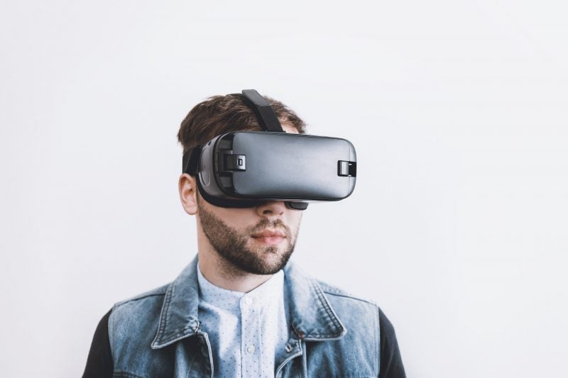 vr virtually reality headset man